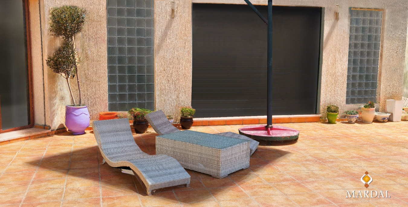 Exterior Villa Chairs Pool - 3D Modeling, Visualization and Interactive Apps - Copyright Mardal S.A.R.L.